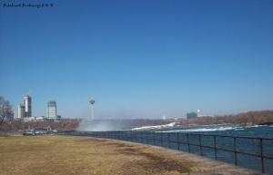 Niagara shore n skyline